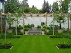 diseño de jardin con plantas y banco en el centro