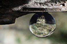 ガラス玉に閉じ込められた美しいアジア   Pouch[ポーチ]  : Glass ball