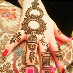 Fascinating new year mehndi designs for hands and arms are just perfect for enhancing your beautiful appearance and personality. Hardly, there would be any woman who has not applied mehndi on her and arms. Front Mehndi Design, Peacock Mehndi Designs, Finger Henna Designs, Mehndi Designs 2018, Wedding Mehndi Designs, Unique Mehndi Designs, Mehndi Designs For Fingers, Beautiful Mehndi Design, Henna Tattoo Designs