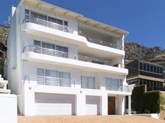 TownsEnd - A four-level beautifully decorated holiday home, ideal for all energetic vacationers looking for entertainment with lots of space or all-around relaxation.Nestled at the end of Gordons Bay in a peaceful .