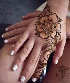 Ephemeral Tattoo - Benefits, Techniques and Trends - henna Henna Hand Designs, Eid Mehndi Designs, Pretty Henna Designs, Mehndi Designs Finger, Floral Henna Designs, Mehndi Designs For Girls, Mehndi Designs For Beginners, Modern Mehndi Designs, Mehndi Designs For Fingers