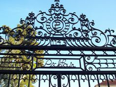 Pickfair Gates - Gates of the historic estate on Summit Drive built for motion picture stars Douglas Fairbanks and Mary Pickford Golden Age Of Hollywood, Vintage Hollywood, Hollywood Stars, Douglas Fairbanks, Los Angeles Neighborhoods, Mary Pickford, Hollywood Homes, Silent Film Stars, Beverly Hills