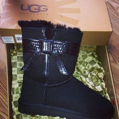 That bow makes these UGG boots just that much cuter(;