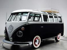 Een #Volkswagen #T1 Deluxe Samba bus. Wat zou je überhaupt nog meer willen...