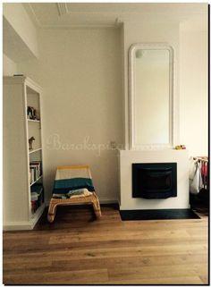 Mooi vintage retro interieur met een witte retro boogspiegel, bijzonder!