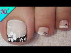 DISEÑO DE UÑAS PARA PIES FLOR BLANCO Y NEGRO ¡MUY FÁCIL! -FLOWERS NAIL ART - NLC - YouTube Toenail Art Designs, Pedicure Designs, Pedicure Nail Art, French Pedicure, Pretty Toe Nails, Cute Toe Nails, My Nails, Toe Nail Color, Toe Nail Art