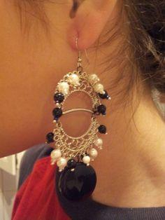 cercei lungi cu accesorii metalice si perle Armin, Jewelry Accessories, Drop Earrings, Metal, Fashion, Moda, Jewelry Findings, Fashion Styles, Drop Earring