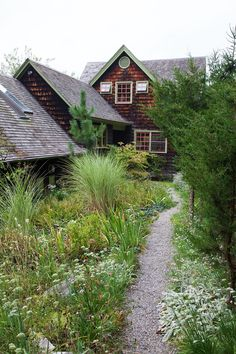 1920s home in Hudson Valley . http://www.lonny.com/photos/Garden/OrzZQ6hxzEe