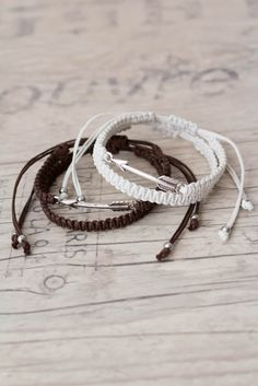 White and brown arrow bracelets Macrame bracelet Friendship bracelet Matching couple bracelets Couples set His and her bracelet - set of 4 by ElvishThings on Etsy