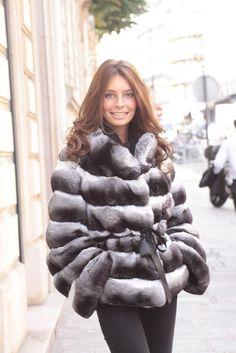 Chinchilla Fur Coat, Fur Accessories, Fur Stole, Vintage Fur, Luxury Girl, Great Women, Fur Fashion, Cute Woman, Coats For Women