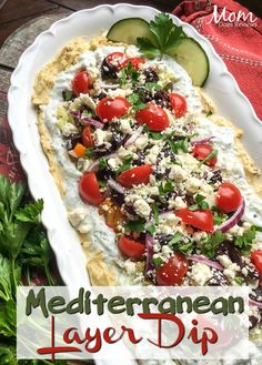Dip Recipes 1688918598328424 - Mediterranean Layer Dip – Source by tatzgrrly Appetizer Dips, Yummy Appetizers, Appetizers For Party, Greek Appetizers, Best Appetizer Recipes, Vegetarian Appetizers, Parties Food, Clean Eating Snacks, Healthy Snacks