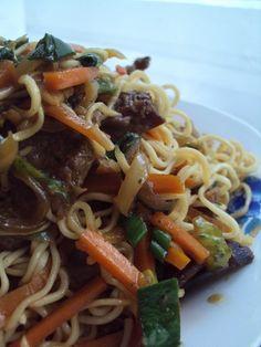 Cristina's world: Porc cu legume si taitei de orez Spaghetti, Food And Drink, Ethnic Recipes, Fashion, Moda, Fashion Styles, Fashion Illustrations, Noodle