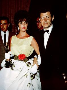 """Elizabeth Taylor - Best Actress Oscar for """"BUtterfield 8"""" 1960, with then husband Eddie Fisher."""