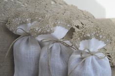 100 pcs Linen favor bags - Linen gift bags - Wedding favor - Shower - White and Gray Linen Bag, Linen Fabric, Wedding Gift Bags, Wedding Favors, Favor Bags, One And Other, Small Gifts, Dried Flowers, Twine