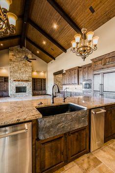 Ranch - Hamilton Pool — Lake Hills Custom Homes Barn House Plans, New House Plans, Dream House Plans, My Dream Home, Rustic Kitchen Design, Kitchen Designs, Country Kitchen, Kitchen Ideas, Cabin Homes