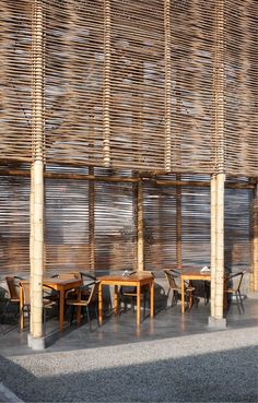 Image 4 of 15 from gallery of El Camion Restaurant / LLONA + ZAMORA Arquitectos + Fernando Mosquera. Photograph by Michelle Llona R Bamboo Architecture, Tropical Architecture, Sustainable Architecture, Sustainable Design, Architecture Details, Interior Architecture, Interior And Exterior, Bamboo Restaurant, Restaurant Design