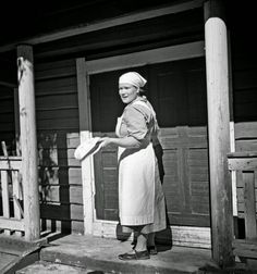 Black and White Photos of Daily Life in Finland in 1941 - woman at door - Finnish