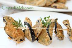 Chips melanzane croccanti e gustose per un aperitivo o antipasto originale e sfizioso. Una impanatura aromatica le rende sfiziose e dorate Fritte o al forno