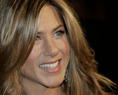 Jennifer Aniston - looking great in nude eye and lips!!