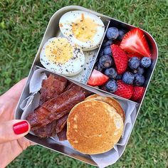 Designed to fit a sandwich and 2 small sides. Our best-selling stainless steel bento box for young kids and small appetites. Healthy Lunches For Kids, Easy Healthy Meal Prep, Lunch Snacks, Healthy Snacks, Bento Box Lunch, Lunchbox Kids, Breakfast Recipes, Breakfast At Work Ideas, Lunch Box Recipes