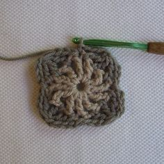 CrochetDad Ramblings: CrochetDad's Wheel Stitch Block Tutorial - Second Round. for the turorial go to crochetdad.blogspot.com