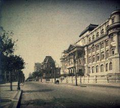 Foto de Marc Ferrez - Avenida Rio Branco, denominada Avenida Central até 1912, placa fotográfica colorida desenvolvida e fabricada pelos irmãos Lumiére - Centro - Rio de Janeiro - ano de 1914