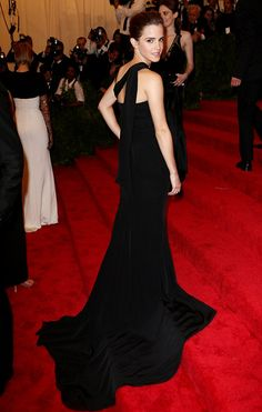 2013 met gala Red carpet pro: Despite struggling with her outfit, Emma Watson. proved that she was skilled at posing at events