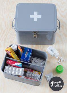 """organisera läkemedel - från Boken """"Organisera och förvara hemma - ett projekt i veckan"""". Foto: Ulf Huett"""