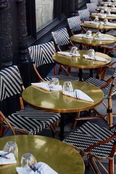 Outdoor cafe seating design patio ideas for 2019 Cafe Bar, Cafe Restaurant, Table Cafe, Restaurant Tables, Modern Restaurant, Restaurant Restaurant, Outdoor Restaurant, Bistro Chairs, Cafe Chairs