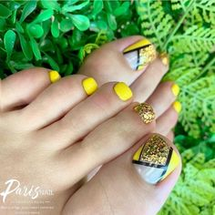 Looking for something adorably sweet and not too edgy for your next pedi? Scroll down to get Popular Ideas of Toe Nail Designs To Try In Pretty Toe Nails, Cute Toe Nails, Pretty Toes, My Nails, Hair And Nails, Feet Nails, Yellow Toe Nails, Toe Nail Color, Toe Nail Art