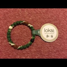 Medium Camo Lokai Bracelet Hi, you're looking at one medium camo Lokai bracelet. It comes new with tags, never used. I purchased these from a chain of boutiques closing in my area, so I cannot personally verify they are authentic. I cut them open and compared them to real ones and they seem real enough. Still, I don't have the papers so BUY AT YOUR OWN RISK! ***ONCE AGAIN, BEWARE, THIS IS CANNOT BE CONFIRMED AUTHENTIC!*** I am selling them cheap due to this. Next day shipping, thanks! Make a…