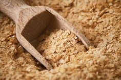 Nutritional Yeast benefits & characteristics of nutritional yeast vs. brewer's yeast, and more about nutritional yeast nutrition facts, uses, and potential side effects. Brewers Yeast Benefits, Fiber Cereal, Yeast Overgrowth, Vegan Substitutes, Nutritional Requirements, Pantothenic Acid, Food Categories, Nutritional Yeast, Health Advice