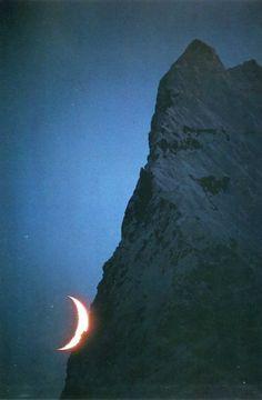 Crescent moon and unnamed peak, Savoia Glacier, Karakoram (Pakistan, 1975) Galen & Barbara Rowell,  Mountain Light