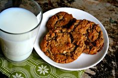 Gluten free oatmeal cookie. I substituted almond butter for the peanut butter....awesome.