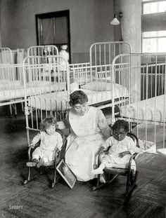 St. Luke's Hospital children's ward. New York circa 1917.