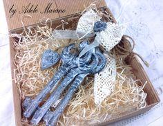 Set of three Brocante keys in ceramic by Digitalpapersandmore