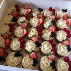Cannot wait to start baking again 😵😵😵😵😵 cupcakes baking buttercream cupcakelove strawberries lovebaking Pretty Cakes, Beautiful Cakes, Amazing Cakes, Buttercream Cupcakes, Cupcake Frosting, Flower Cupcakes, Fruit Cupcakes, Box Cupcakes, Sweet 16 Cupcakes