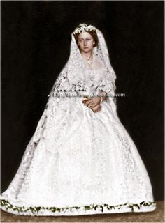 Princess Alice of the United Kingdom, Grand Duchess of Hesse on the day of her wedding to Louis IV, Grand Duke of Hesse, July Of this ceremon. Regina Victoria, Victoria Reign, Victoria And Albert, Royal Brides, Royal Weddings, Vintage Weddings, Princess Alice, Royal Princess, Queen Victoria's Daughters