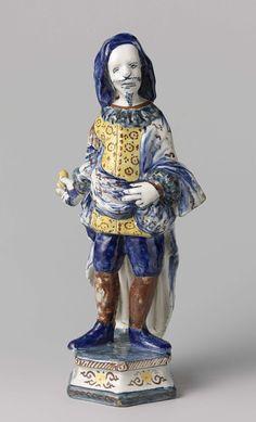 Anonymous | Scaramouche, Anonymous, c. 1725 - c. 1740 | Mannenfiguur van faience. Voorstellende Scaramouche, een van de mannelijke rollen uit de Commedia dell'Arte.