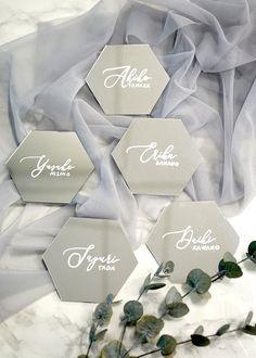 手作りすれば1枚80円。流行りの六角形×ミラー席札のとっても簡単な作り方 / WEDDING   ARCH DAYS Modern Calligraphy Alphabet, Wedding Calligraphy, Wedding Table, Diy Wedding, Name Cards, Reception, Marriage, Place Card Holders, Bridal