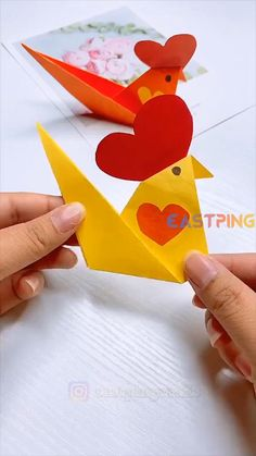 🌟 Follow to be inspired 🎨 More DIY creative crafts Let's do together! Try to do it with the video and let me know in the comment how it goes 💗Find more other tutorial and ideal in my blog. If you like it please 👍Like and 📱share📲 or 🖋comment Paper Crafts Origami, Paper Crafts For Kids, Preschool Crafts, Easter Crafts, Animal Crafts For Kids, Art For Kids, Creative Crafts, Diy Crafts, Instruções Origami