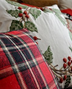 Love the plaid and Christmas print on the pillows!!! Bebe'!!!