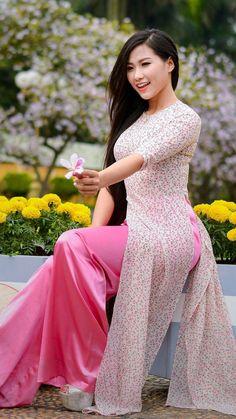 a Little Thing Called beatiful Vietnamese Clothing, Vietnamese Dress, Vietnamese Traditional Dress, Traditional Dresses, Ao Dai, Indian Fashion Dresses, Fashion Outfits, Indian Wedding Gowns, Kurta Designs Women
