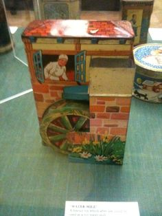 Old fashioned biscuit tin