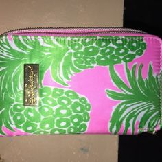 Lily Pulitzer wallet LILLY WALLET FOR IPHONE 6! Very cute. I just don't want it anymore!! Lilly Pulitzer Bags Wallets