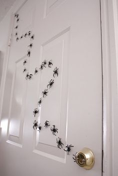 Magnetic Spiders --- Such a cool idea, kids will love it!