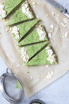 Raw Matcha Coconut Cream Pie (Vegan, Paleo, Refined sugar-free) - Food By Mars Dessert Original, Matcha Cake, Dairy Free Treats, Breakfast Smoothie Recipes, Matcha Benefits, Sugar Free Recipes, Dairy Recipes, Cream Recipes, Coconut Cream