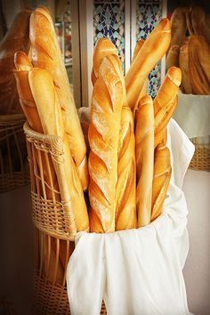Alllllwwwwaaaaaayyyysssss have wanted to try a baguette Pan Dulce, Pan Bread, Bread Cake, Bread Baking, Healthy Bread Recipes, Cooking Recipes, Our Daily Bread, Bread And Pastries, Food Decoration