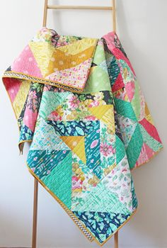 Beautiful quilt I'd like to make one day. Link to free pattern as well Beautiful quilt I'd like to make one day. Link to free pattern as well Cute Quilts, Scrappy Quilts, Easy Quilts, Small Quilts, Patchwork Quilting, Quilting Tutorials, Quilting Projects, Quilting Designs, Sewing Projects