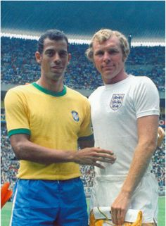 Brazil's captain Carlos Alberto Torres, left, and England's captain Bobby Moore, prior to their World Cup match in the Jalisco Stadium in Mexico on June 1970 Brazil Football Team, Pure Football, Football Icon, Retro Football, World Football, School Football, Vintage Football, Football Cards, Football Soccer